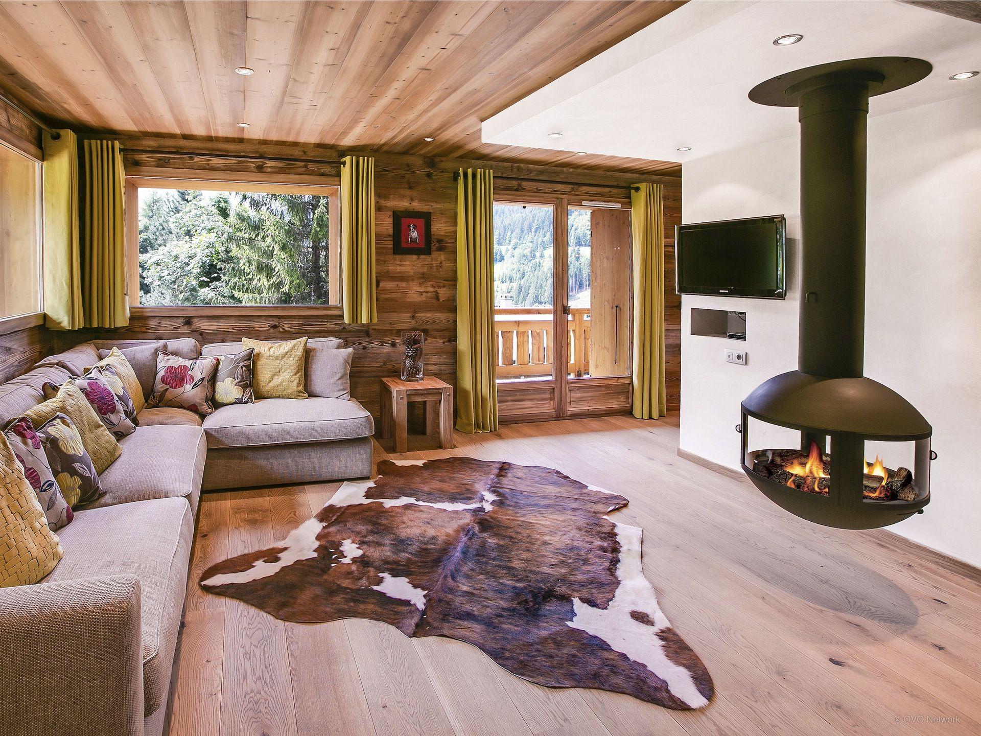 Elegant Domaine Skiable De La Clusaz, Chalet 4 Chambres, 3 Salles De Bains, Jacuzzi