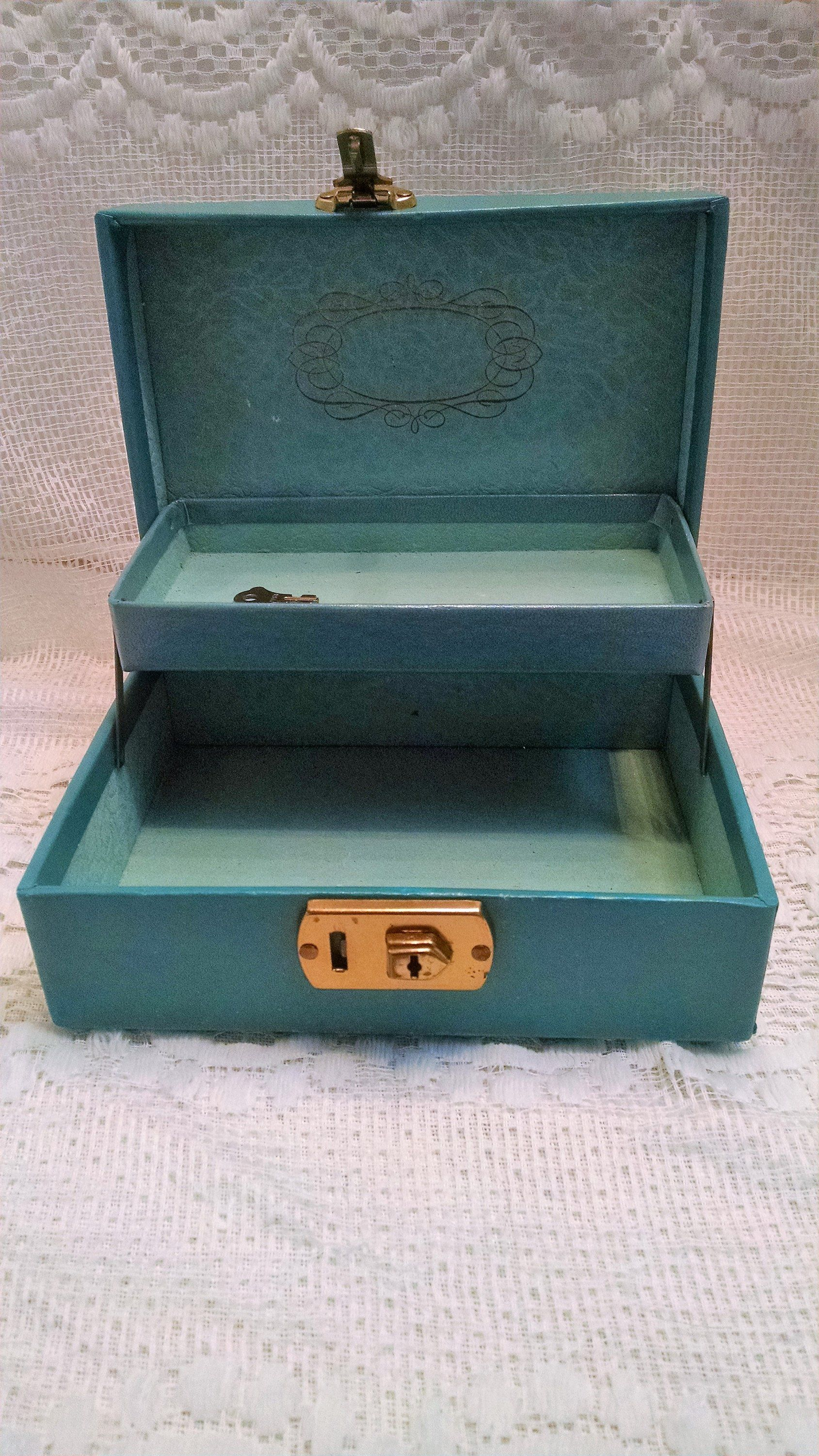 Sweet Vintage Jewelry Box Small Teal Turquoise Exterior Flocked Aqua Interior Gold Trim With Lock And Key Sh Vintage Jewelry Box Retro Decor Cottage Chic Decor
