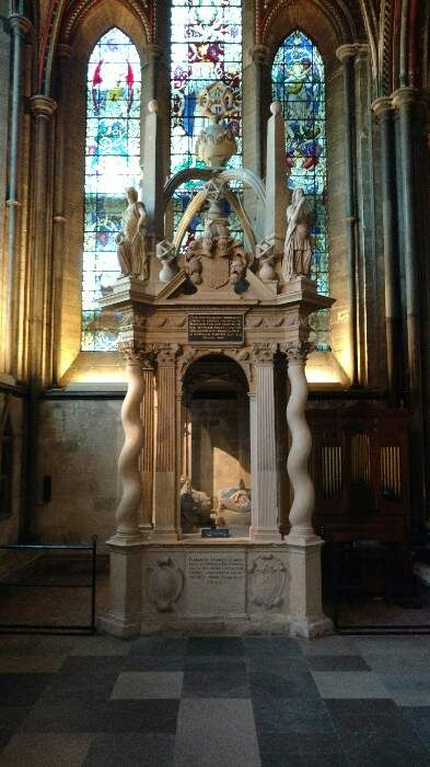 via @cbnewham  Cathedral, Salisbury, Wiltshire. The Gorges tomb.