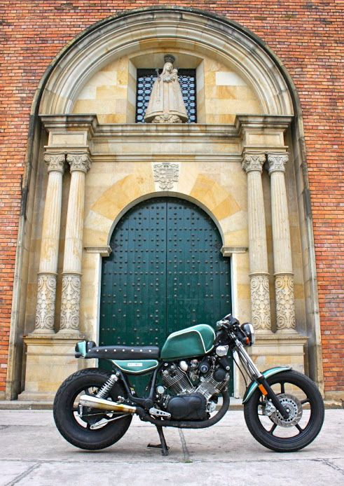 This 1994 XV 1100 Virago is the very first project of Lolana Motos, from Bogotà, Colombia. (via Inazuma Cafè Racer)