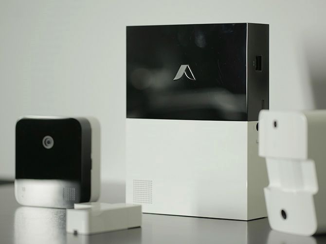 9 Home Security Systems You Can Install Yourself Cnet Http Www Charlesmilander Com Noticias Home Security Home Security Systems Wireless Home Security