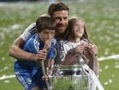 Los futbolistas del Real Madrid con sus hijos sobre el césped y la corresponsabilidad http://www.guiasdemujer.es/browse?id=7058&source_url=http://www.mujerlife.com/al_dia/actualidad/los-futbolistas-del-real-madrid-con-sus-hijos-sobre-el-cesped-y-la-corresponsabilidad/794392
