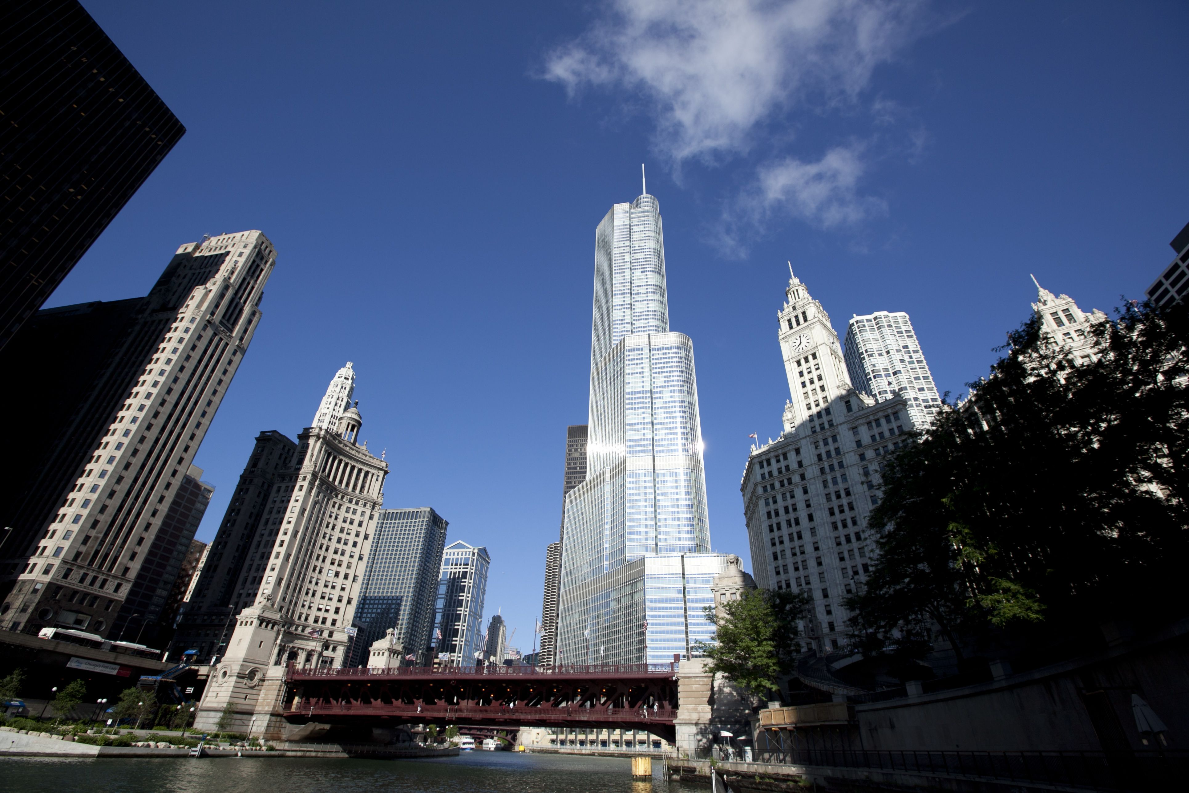 Shoreline Sightseeing Chicago Boat Tours Were Recently Rated The Best Chicago River Tours Loo Architecture Boat Tour Chicago Chicago Sightseeing Chicago Tours