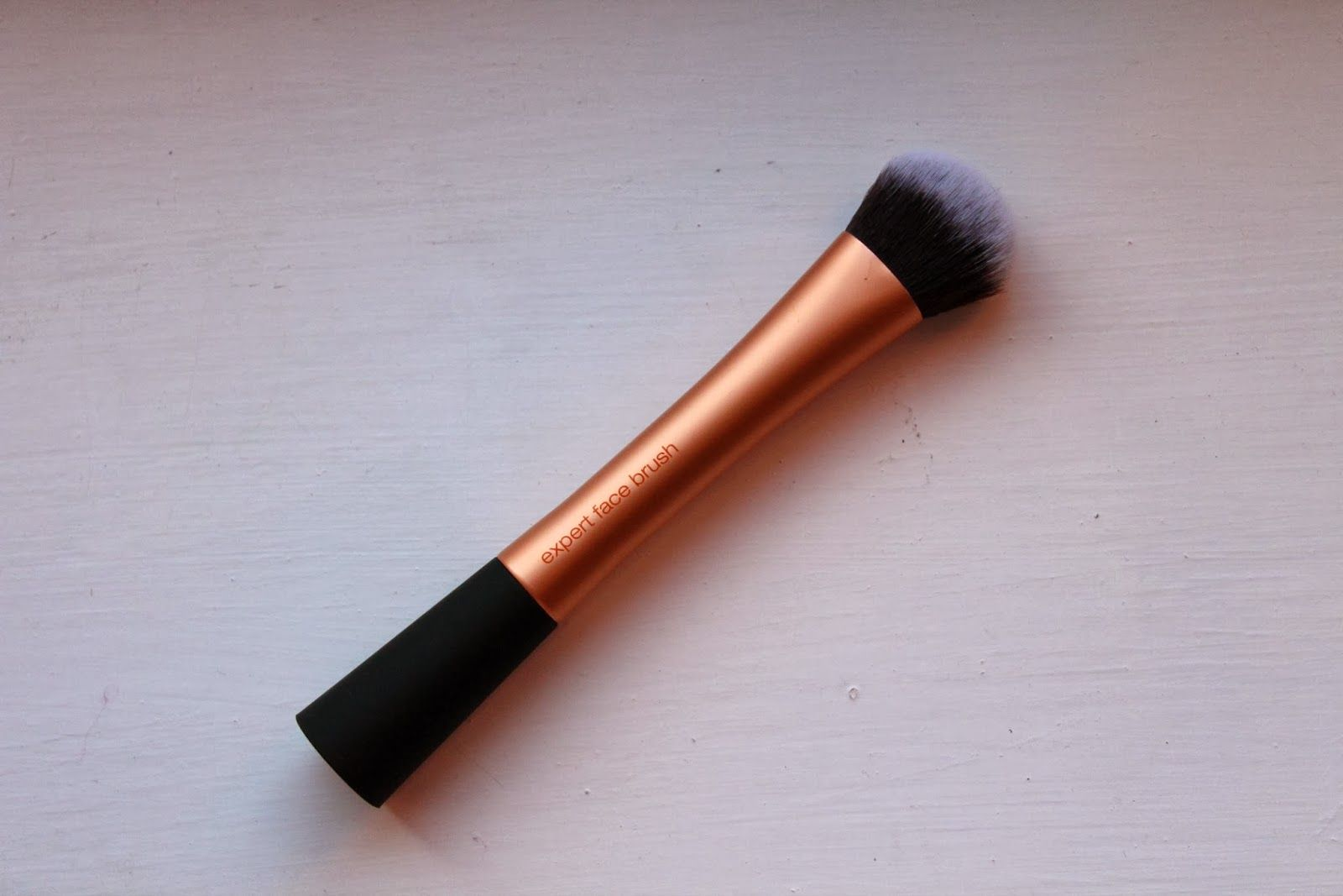 Little Miss Lifestyle UK Beauty and Lifestyle Blog: Review: Real Techniques   Expert Face Brush  