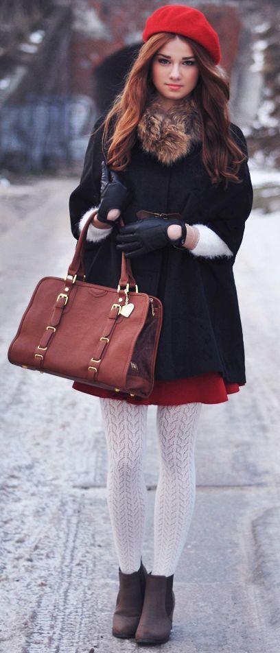 schwarzer cape mantel roter skaterrock dunkelbraune wildleder stiefeletten braune shopper. Black Bedroom Furniture Sets. Home Design Ideas