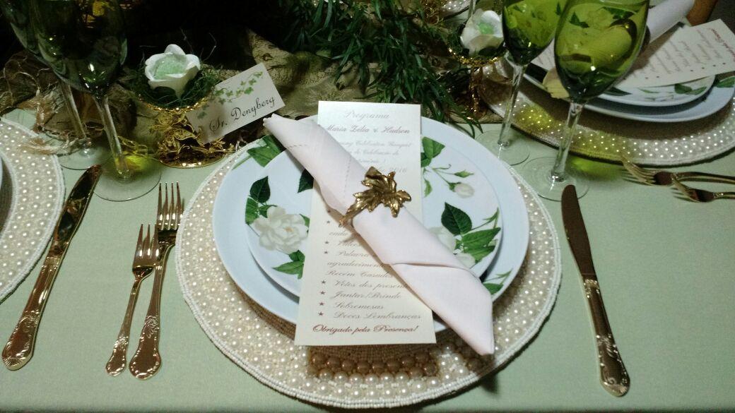 Mesa Por Denny Santiago Decorações para casamento Mesa com verde Mesa para recepção de casamento Wedding table set up Wedding table decor