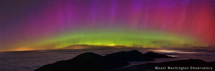 Northern Lights at the Mount Washington Observatory in New Hampshire http://www.omglmaowtf.com/northern-lights-september-2014/northern-lights-mount-washington-observatory