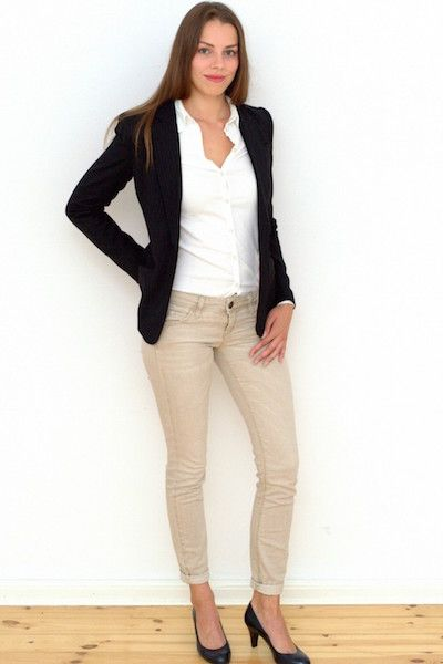 Hostess im Business Casual Outfit | Büro-Outfit ...