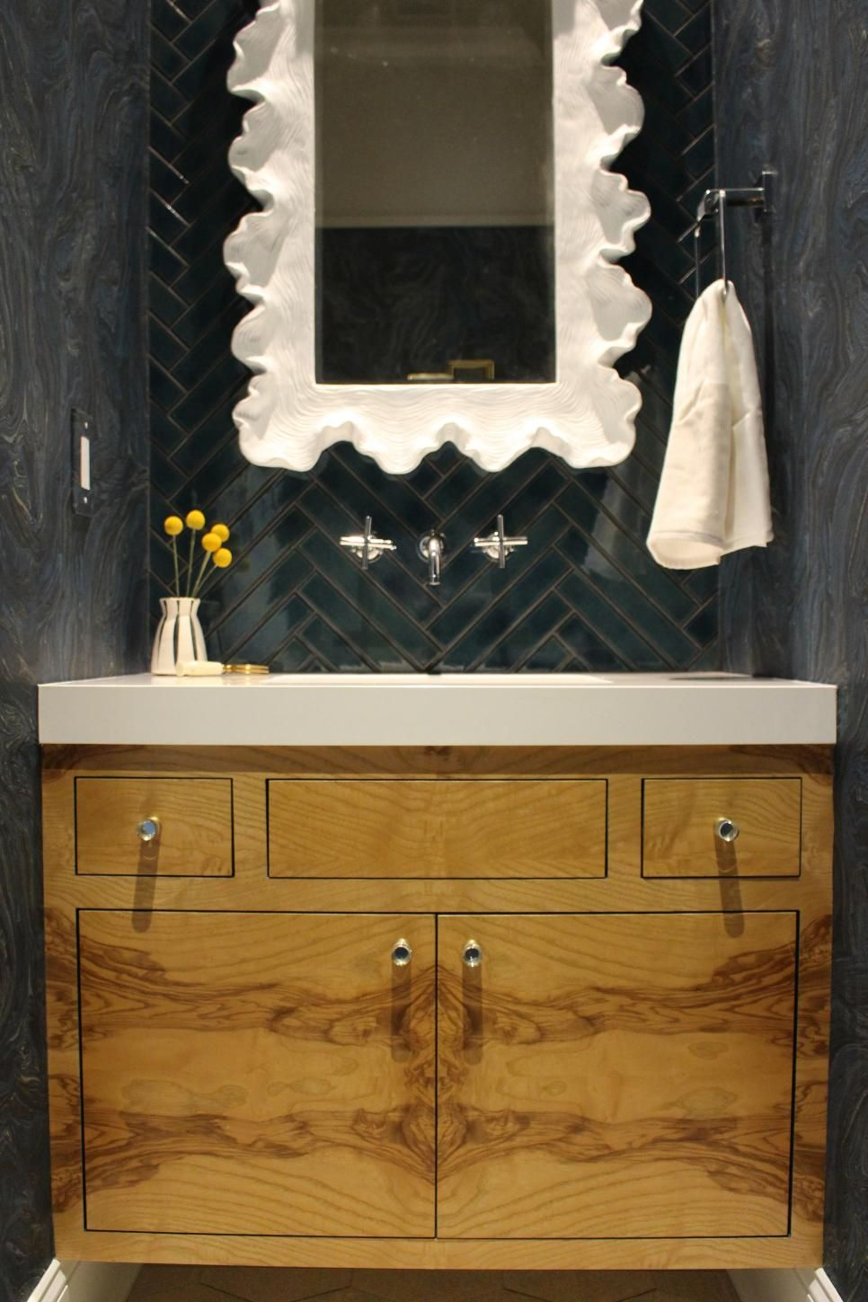 18 Tiny Bathrooms That Pack a Punch #modernpowderrooms
