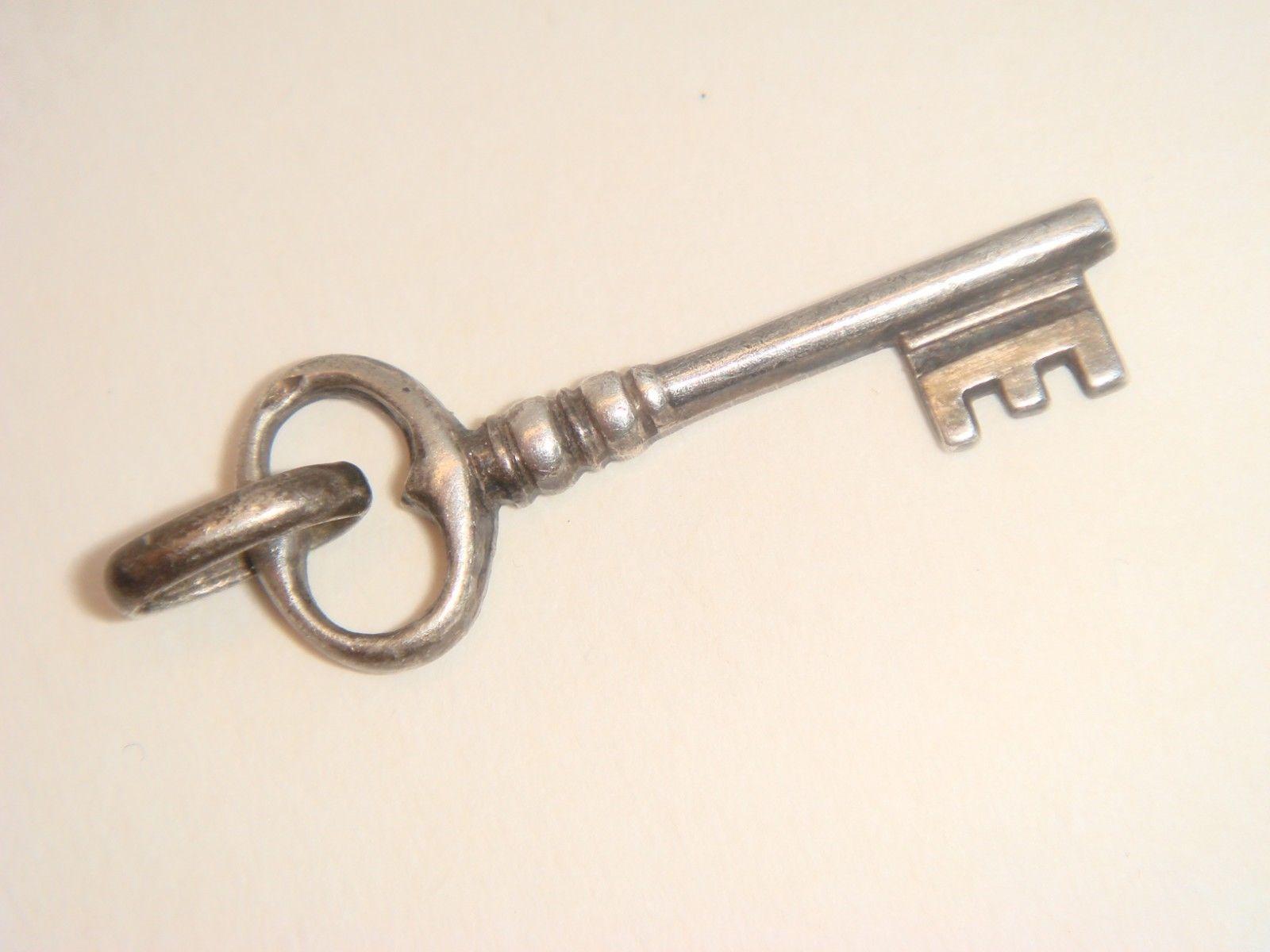 e785cfc1d8b ANCIEN pendentif clef bijoux argent - EUR 8