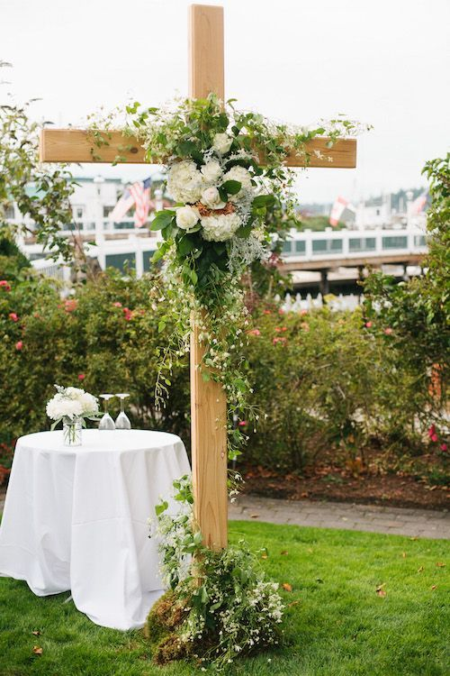 Floral #Cross / #Wedding ceremony cross decorated with flowers and ...