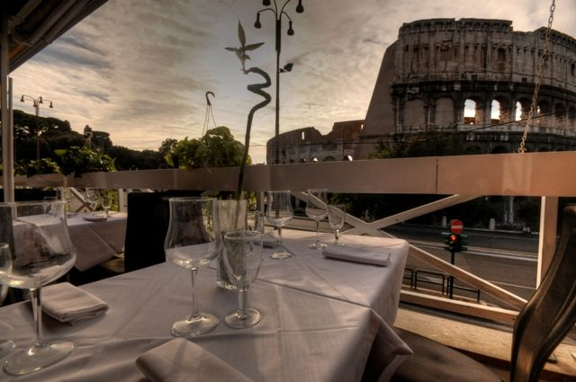 Royal Art Cafè Rome In Front Of The Colosseum In 2020