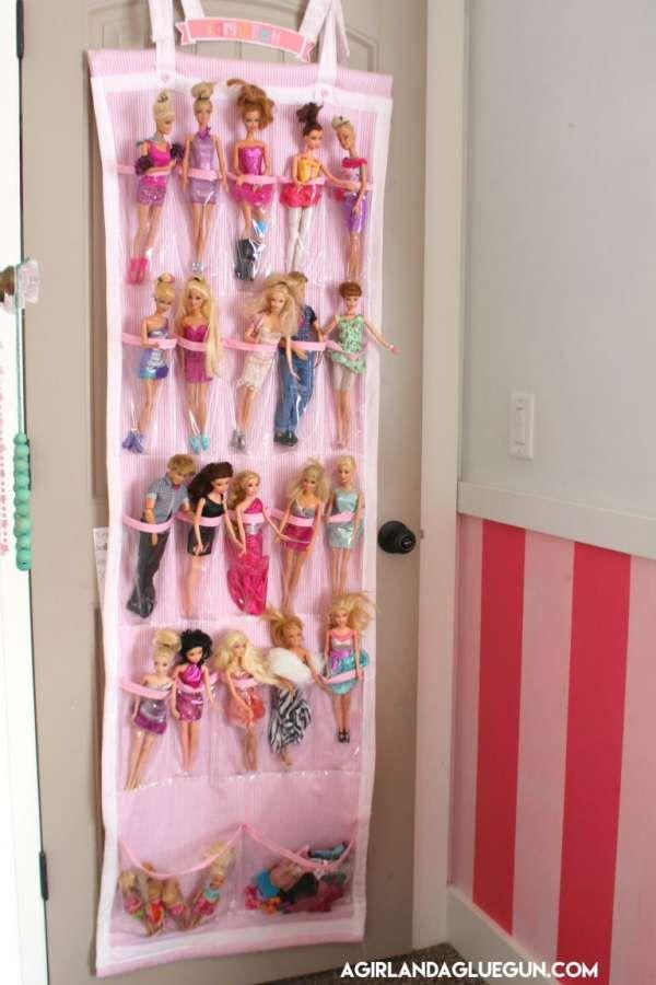 Un rangement mural à suspendre pour ordonner les poupées.23 idées ingénieuses pour ranger les ...