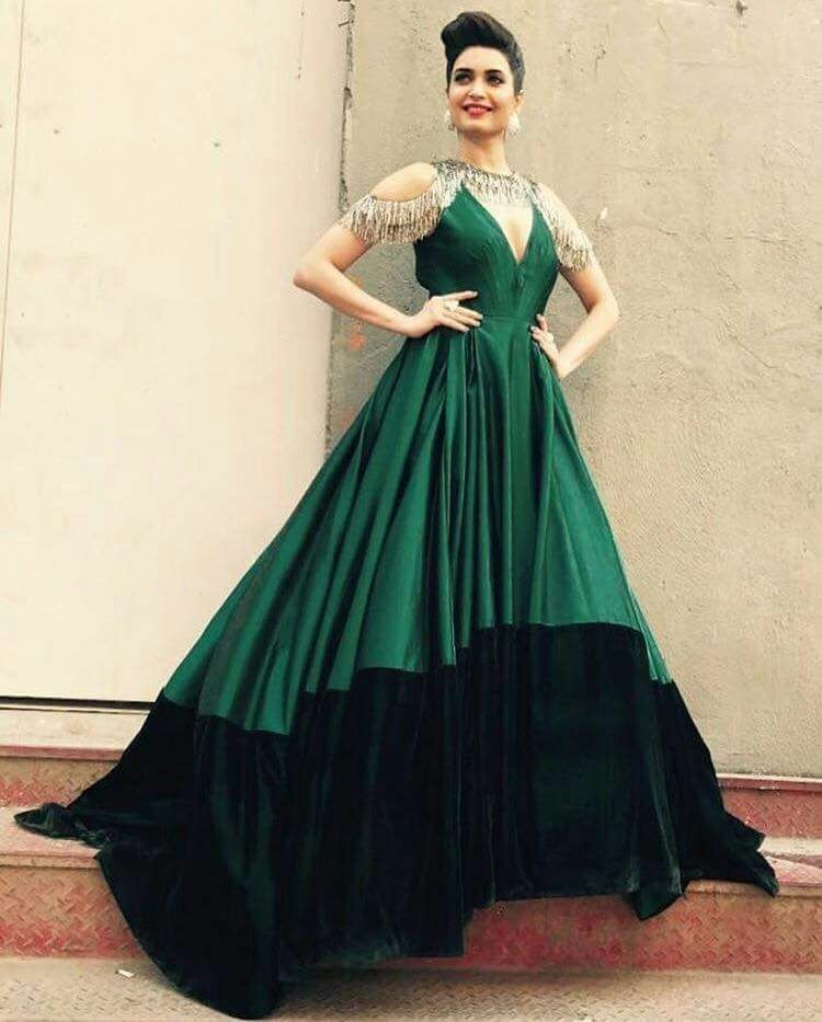9fa7e1e92ef759 Karishma Tanna In Green Designer Gown | Gowns in 2019 | Gowns ...