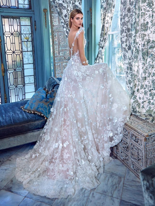 vestidos de novia elegantes con cola larga