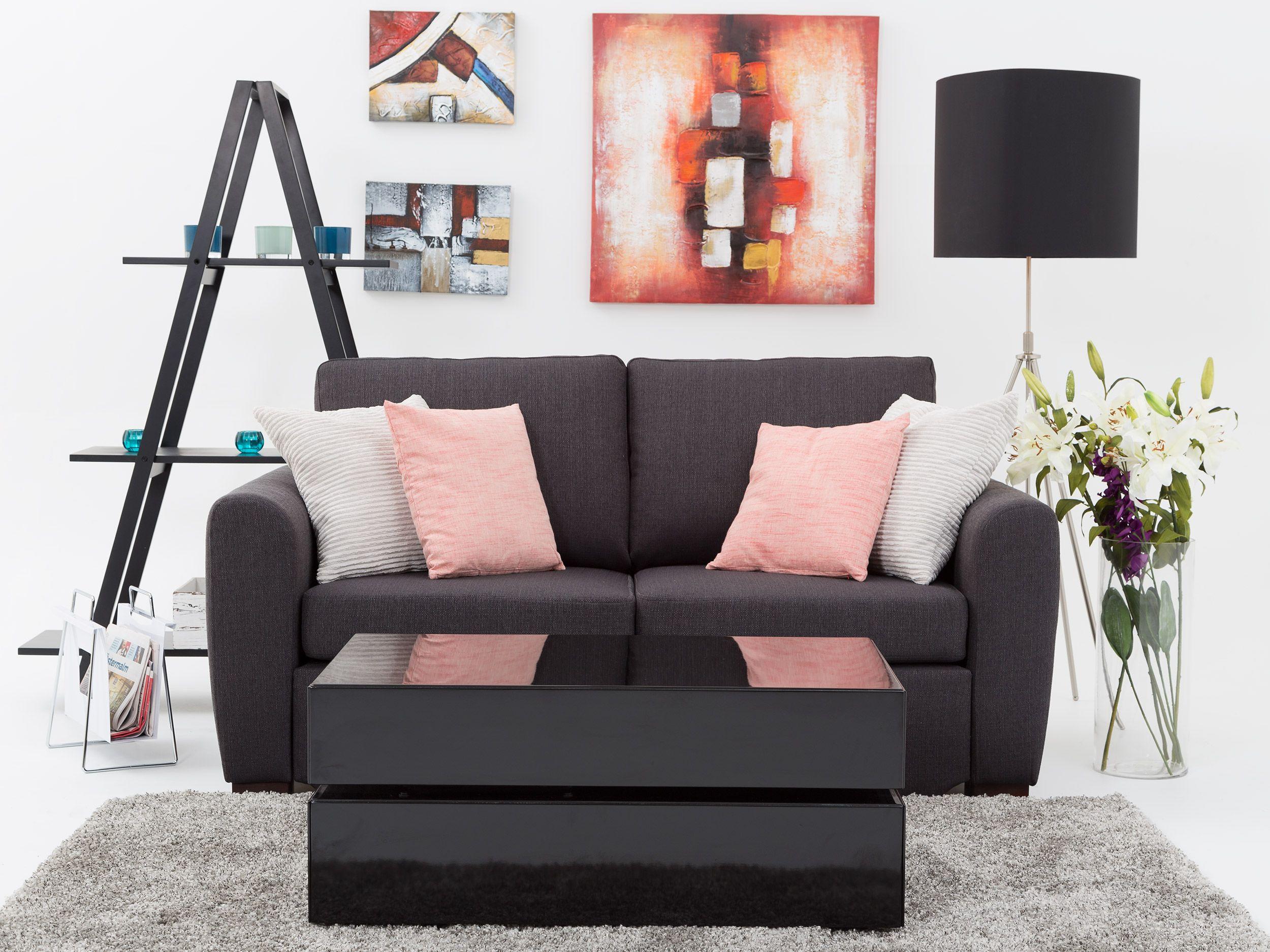 Grymt snygg soffa från Furniturebox, du får just nu fri frakt via ...