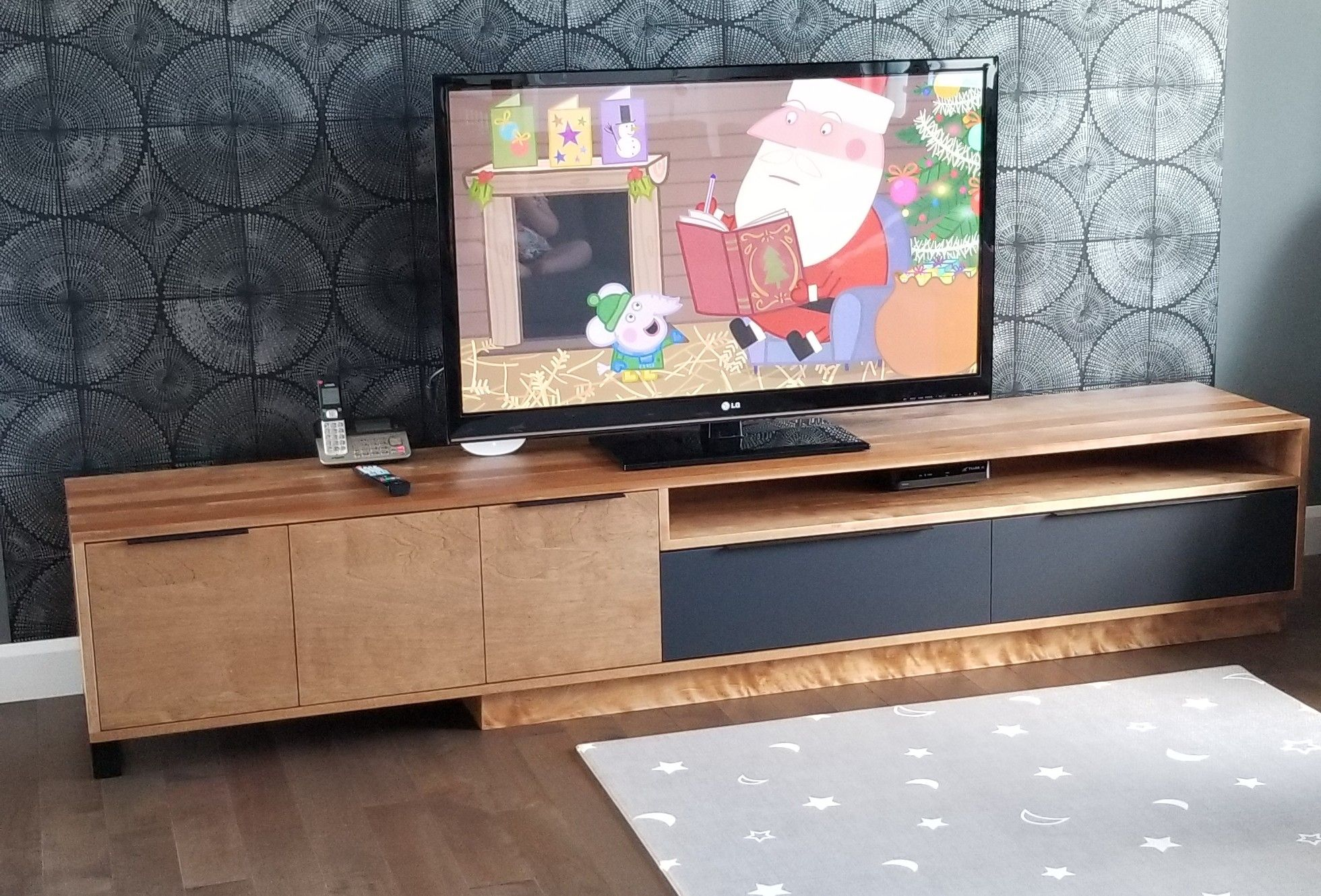 Meuble Tele Montcalm Merisier Surmesure Lusine Meubletele Merisier Montcalm In 2020 Electronic Products Flat Screen Tv