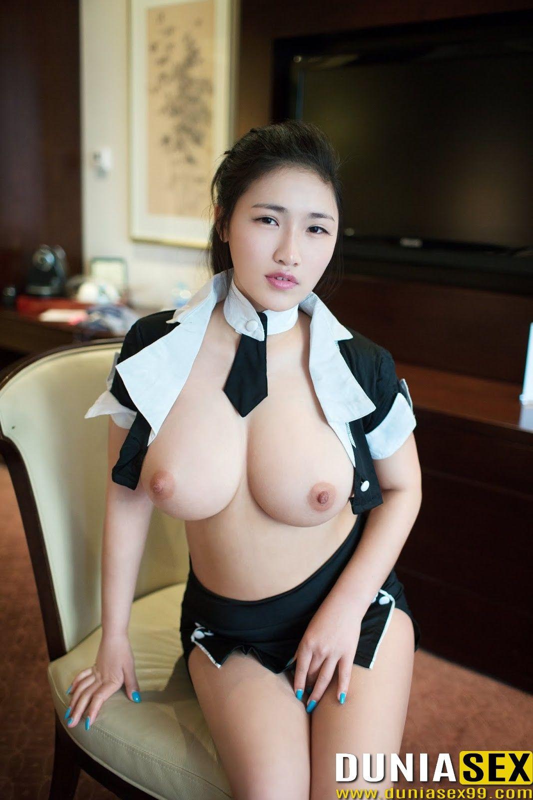 Chubby wife bottom nude