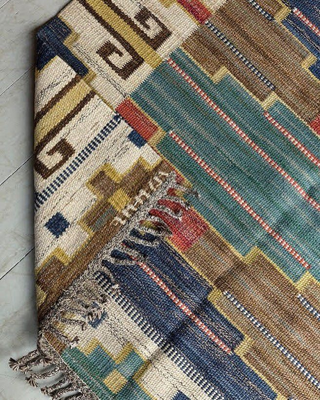 'Blå Heden' Kilim by MMF.   Swedish flatwoven rödlakan rug entitled Blue Heath. 1 of 4 colour variations of this 1931 design by Märta Måås Fjetterström created at the MMF Ateliers before 1941 #foundbyhowe