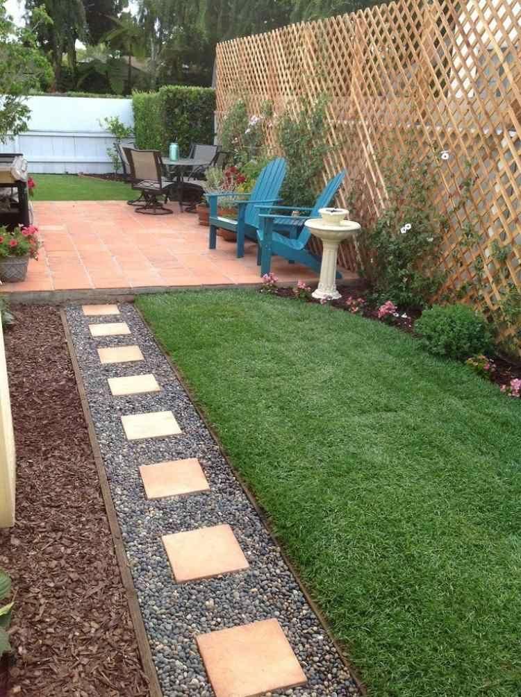 Petit jardin allee jardin gravier decoratif pelouse brise for Jardin gravier decoratif