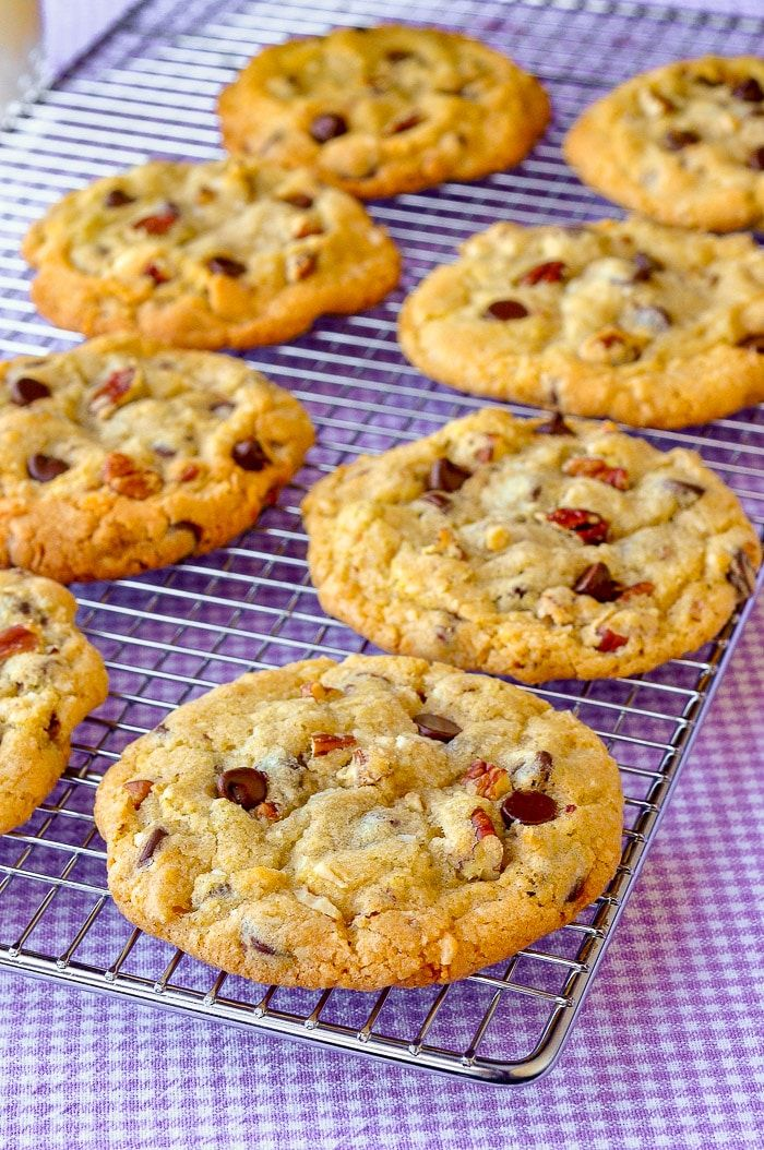 Chocolate Chip Coconut Pecan Cookies Chocolate Chip Coconut Pecan Cookies. Chewy chocolate chip cookies with crispy edges and packed with coconut and crunchy pecans. Make them even more eye catching with easy additional garnishes.#cookies