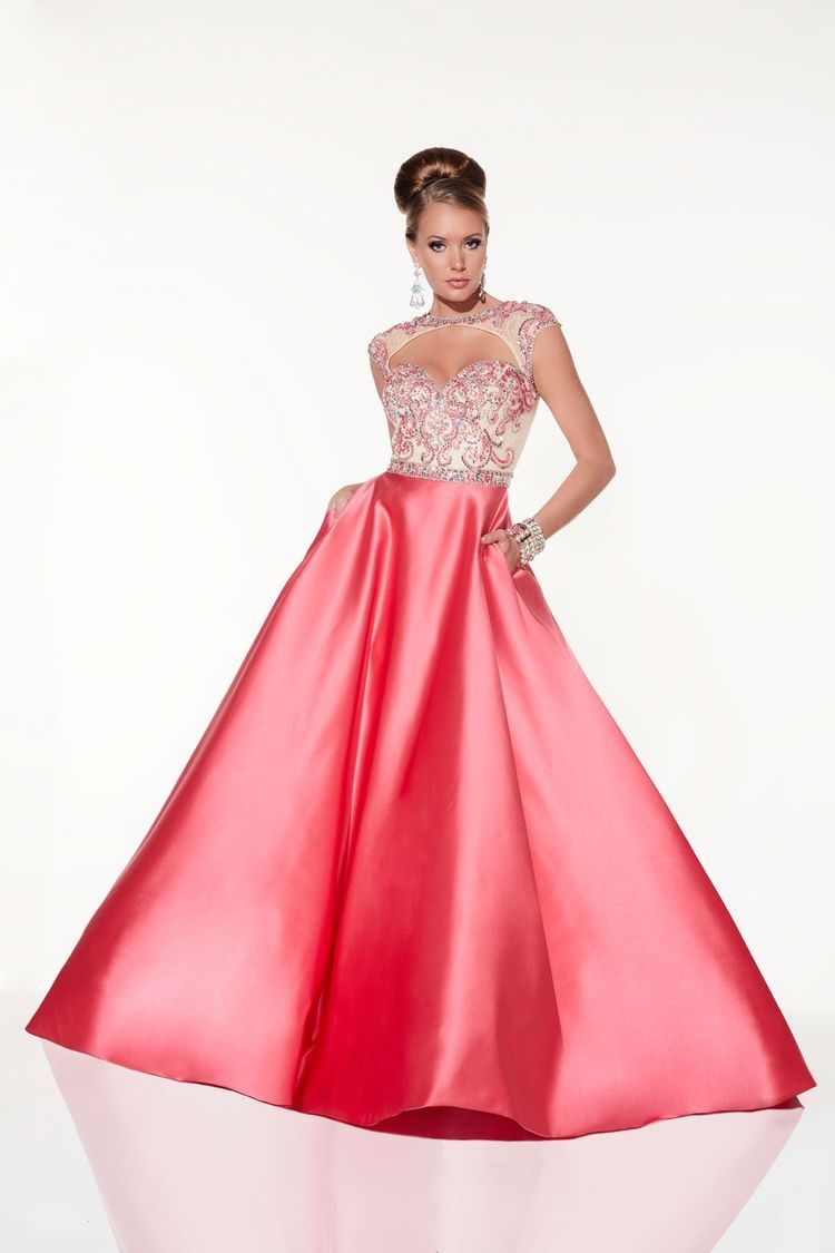 In stock size 8 | PROM 2018 | Pinterest | Prom, Gowns and Fashion