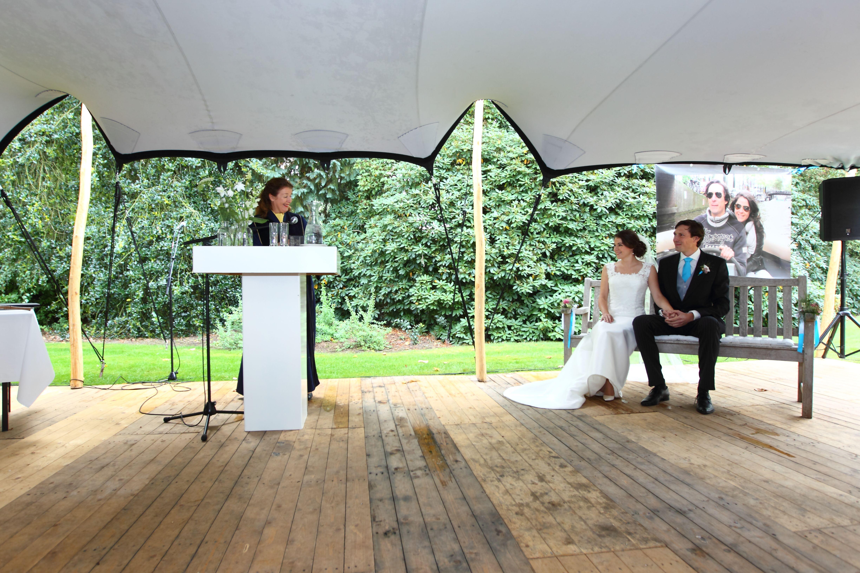 Een huwelijk in de tuin van de ouders van de bruid. Een unieke plek en super romantisch