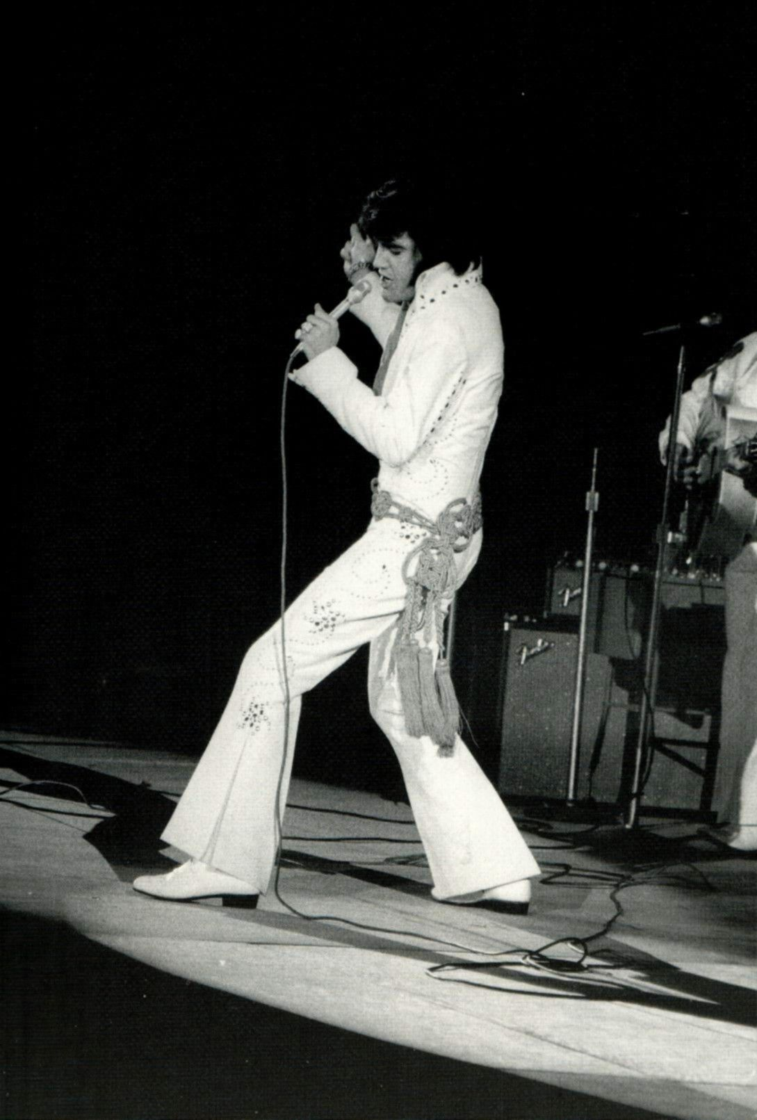 Elvis In Concert In Los Angeles In November 14 1970 Elvis In Concert Elvis Presley Elvis