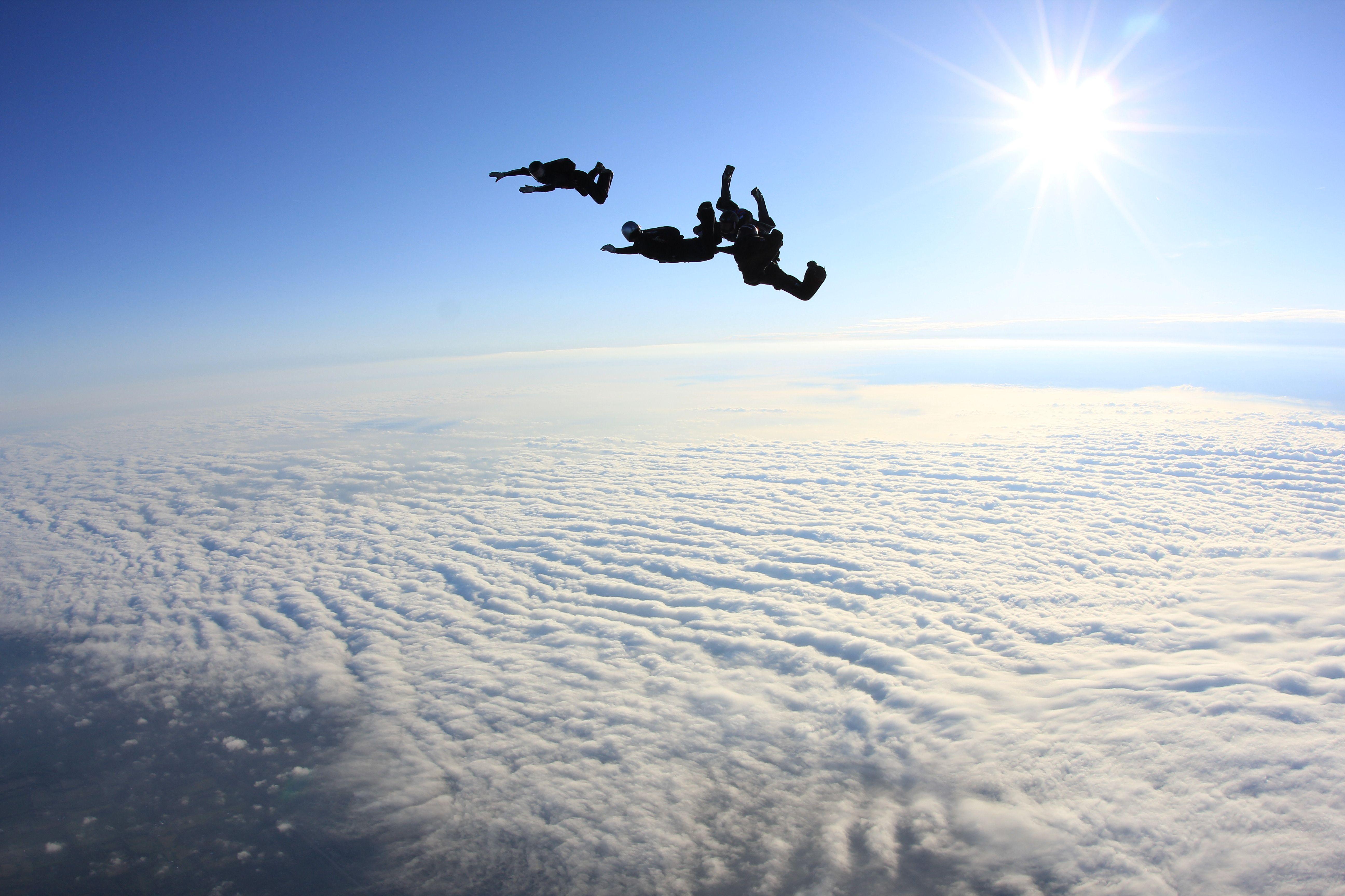 Salto Paracaidas con mar de nubes | Paracaidismo | Pinterest ...