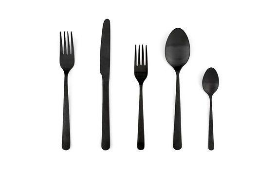 Mustat ruokailuvälineet
