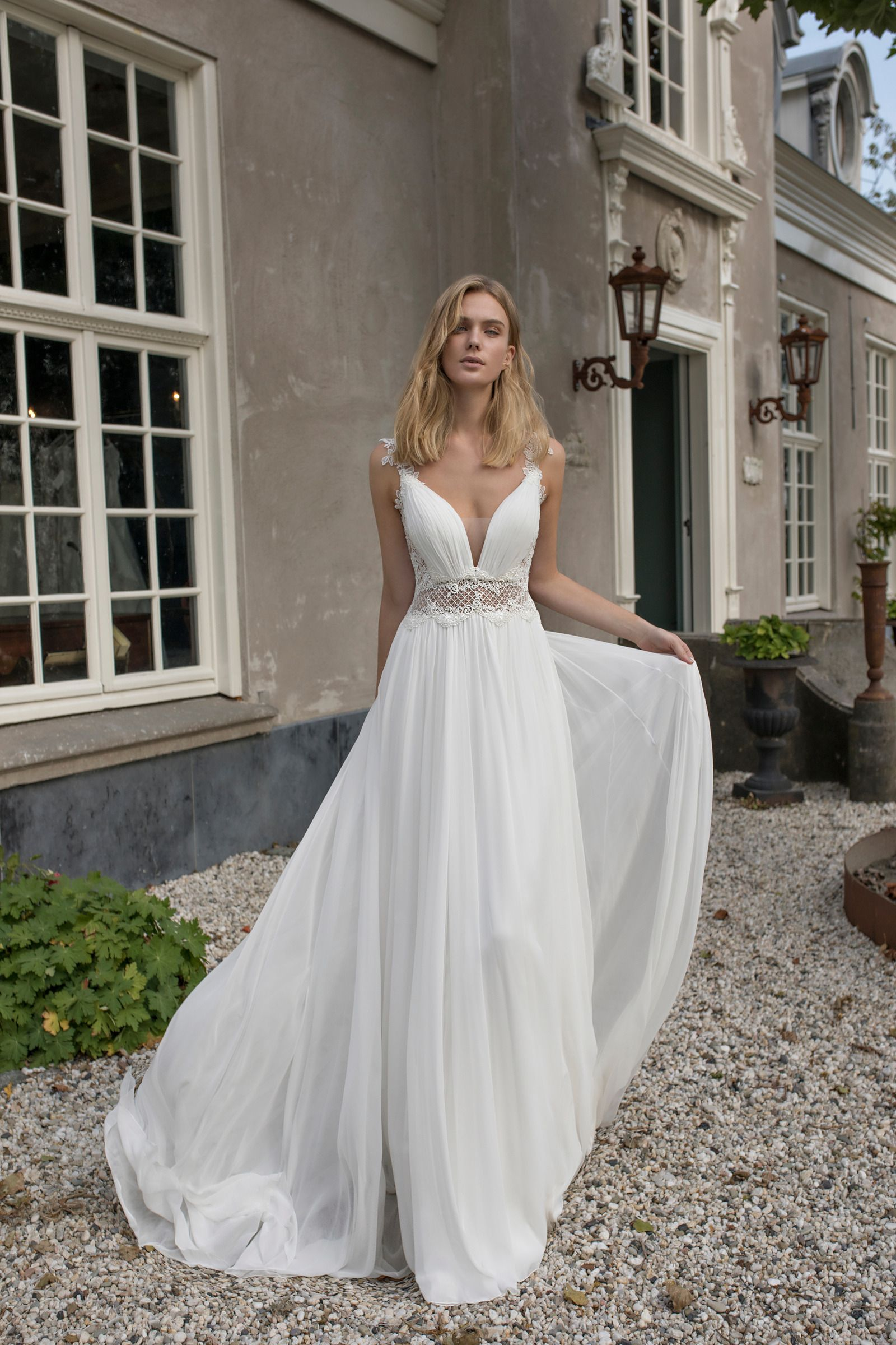Beautiful Ivory Lace Chiffon Backless Empire Waist Wedding Dress Bridal Gown With Open Back And With Images Sweet Wedding Dresses Wedding Dresses Princess Wedding Gown [ 2400 x 1600 Pixel ]