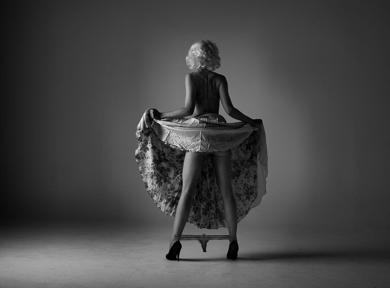Nicole Melrose Nude Photos 17