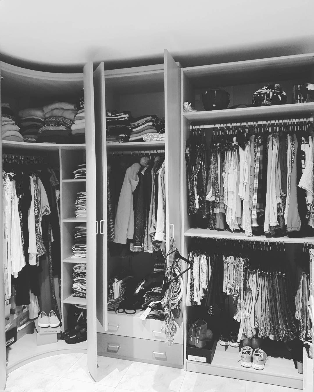 Tengo el armario lleno de ➡NADA QUE PONERME 😤😤 La culpa la tiene affinity y su 25% de descuento 🤒😲😷 #shop #armario #vestidor #full #clothes #vicio #shopper #personalshopper #nohayformadetenerlordenado #crazy #dream #bershka #inditex