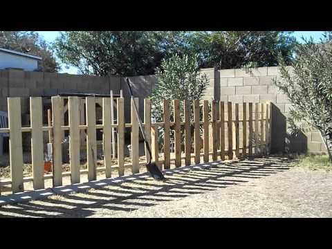 how to build cheap fence out of pallets