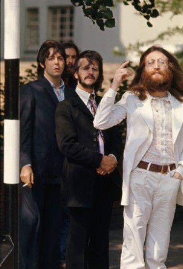 John Lennon Richard Starkey Paul Mccartney And George Harrison Abbey Road The Beatles Beatles Pictures John Lennon Beatles
