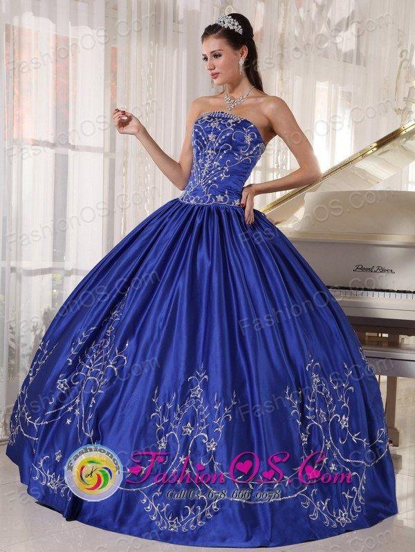 4af74dc7cc3 2013 Tegucigalpa Honduras Blue Quinceanera Dress With Embroidery ...