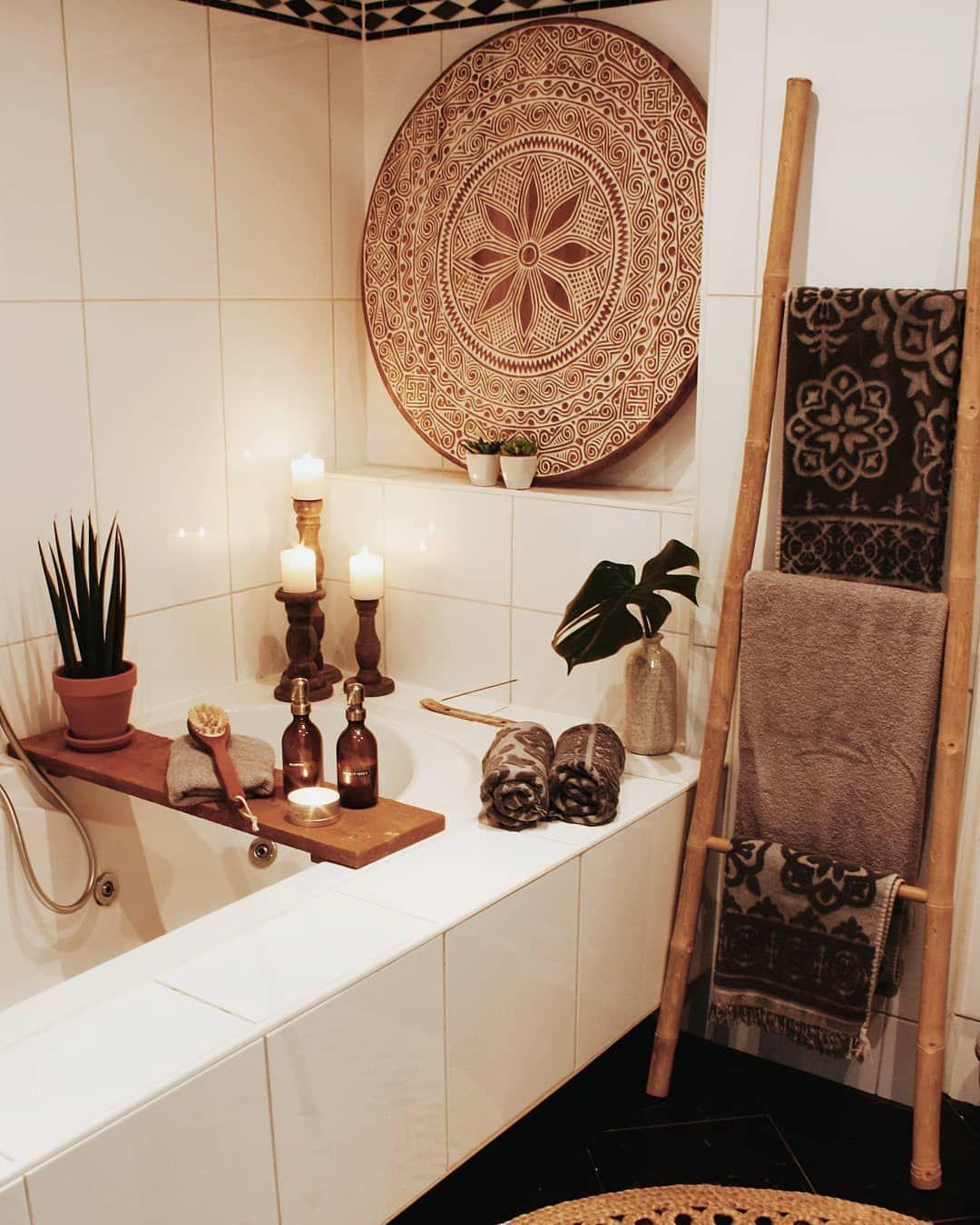 "Photo of Harfi on Instagram: ""Bathroom Inspiration. Love the presentation of this room"