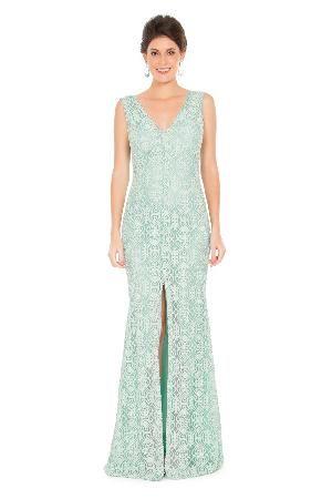 Vestido longo de renda azul tiffany, modelagem sereia e aplicação de pérolas
