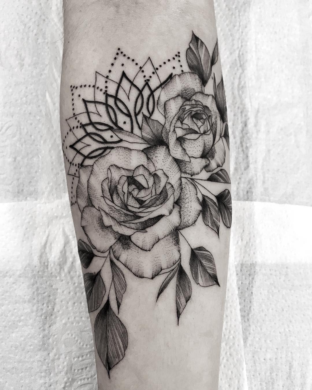 encontre o tatuador e a inspira o perfeita para fazer sua tattoo tattoo ideen lotus. Black Bedroom Furniture Sets. Home Design Ideas