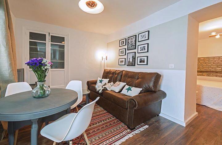 Muebles renovados decoraci n apartamento tur stico en sevilla apartamentos tur sticos pinterest - Muebles decoracion sevilla ...