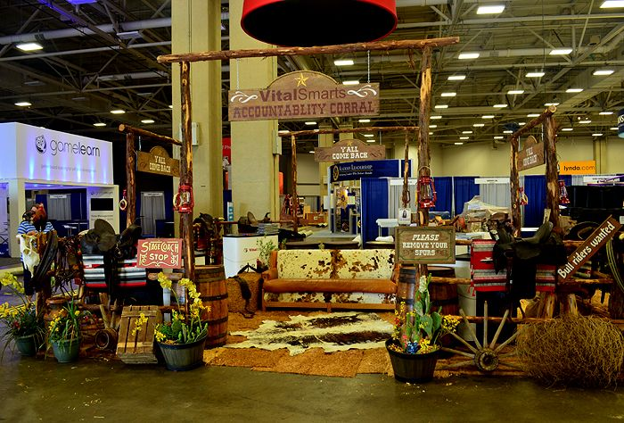 Western props texas props trade show booth prop for Show me western designs