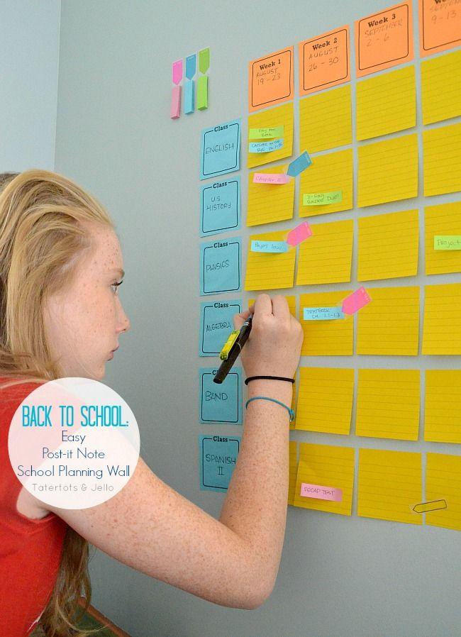 Back To School: Get Organized with an Easy School Planning Wall! stundenplan an der wand, post its mit Aufgaben darauf/Folie und folienstift damit beschriften