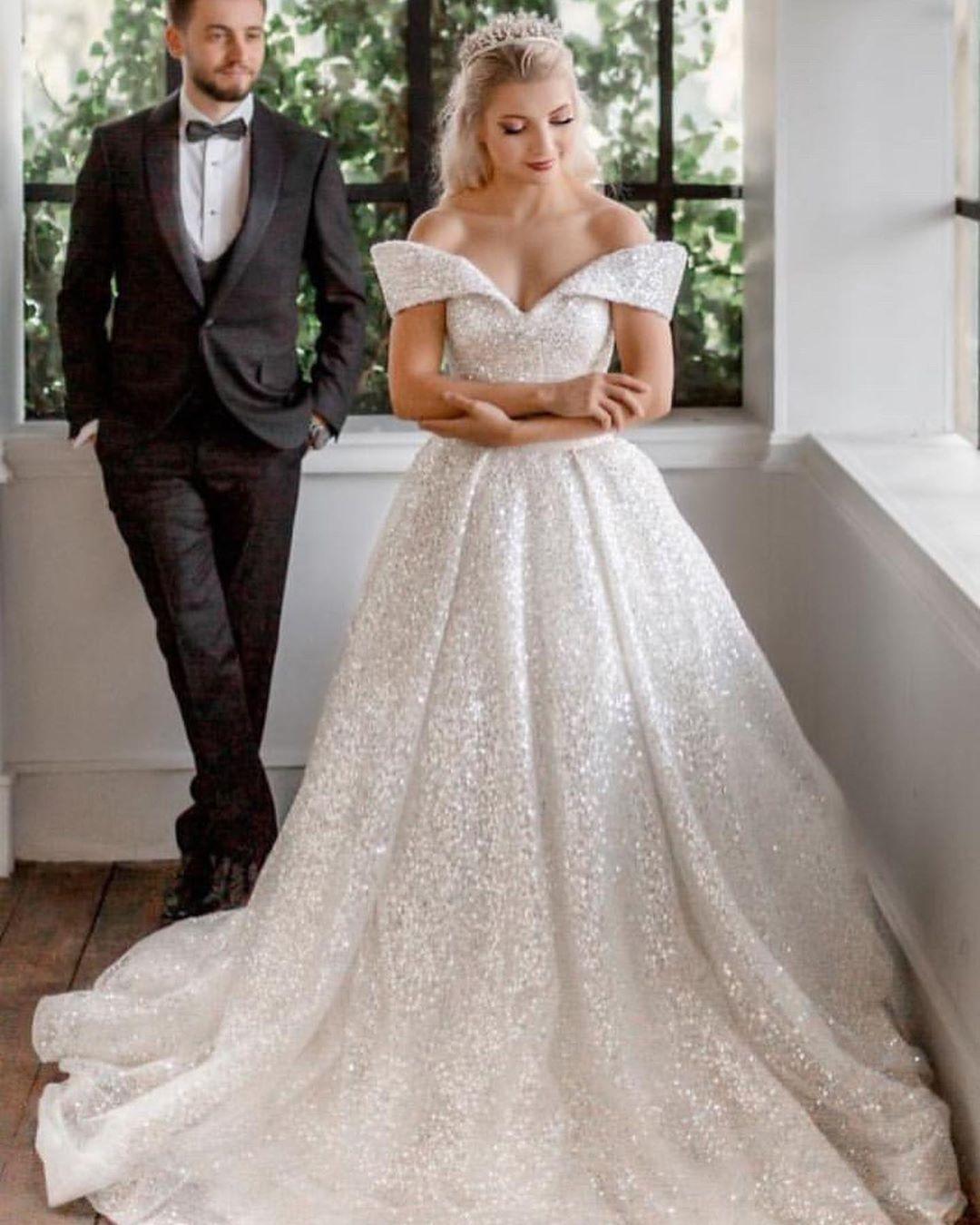 Luxus Hochzeitskleider mit Glitzer | Brautkleider A Linie ...