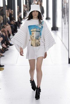 099c348d61c6 Louis Vuitton Spring 2019 Ready-to-Wear Fashion Show Collection ...
