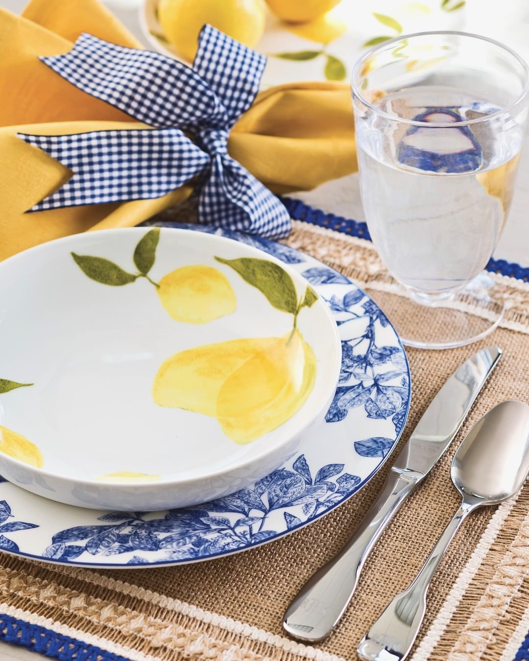 Southern Lady Magazine On Instagram Citrus Shades Embody The Vibrancy Of Warmer Weather With A Border Of Cobal Blue Table Settings Lemon Kitchen