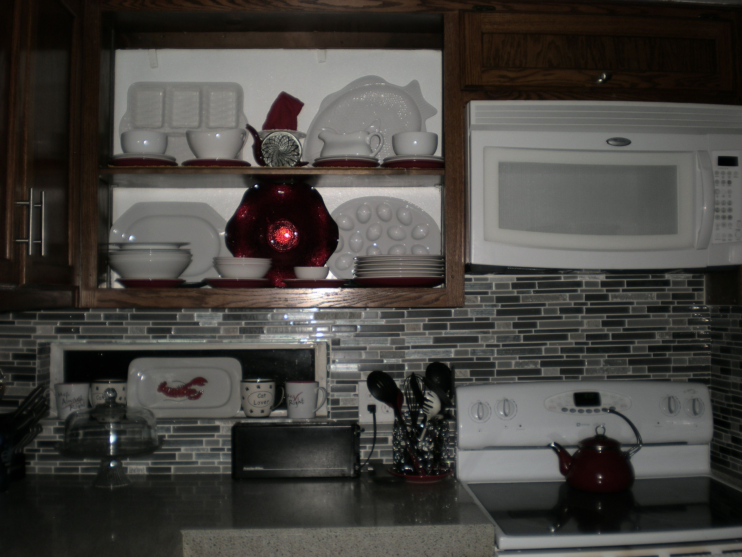 RED kitchen without cabinet doors (With images) | Kitchen ...