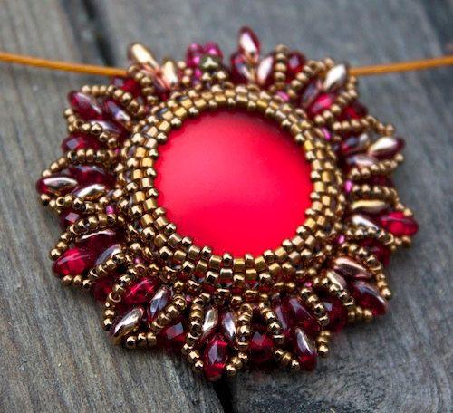 Hey, ho trovato questa fantastica inserzione di Etsy su http://www.etsy.com/listing/161870761/tutorial-super-nova-beaded-pendant-with