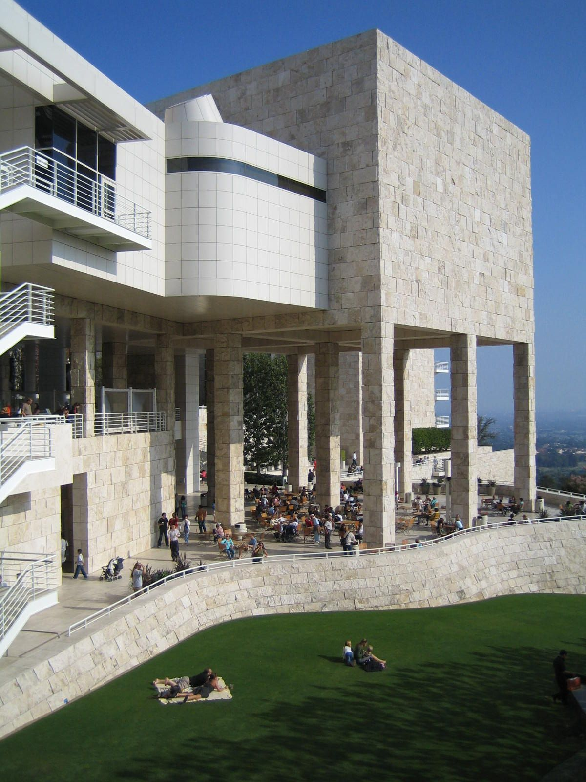 Took this photo at the Getty Museum. Is it me or do you see an AT AT Walker from Empire Strikes Back?  #EGIIS #X33Hybrid
