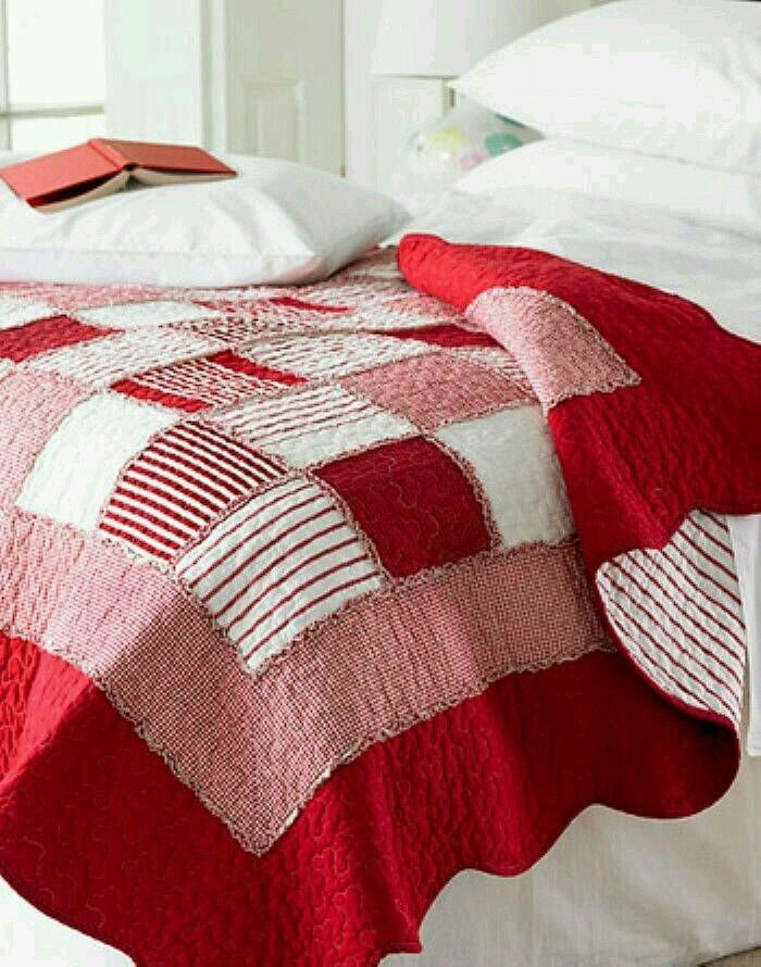 Tres Beau Quilt Rouge Et Blanc Idee A Reprendre Red And White Quilts White Quilt Rag Quilt