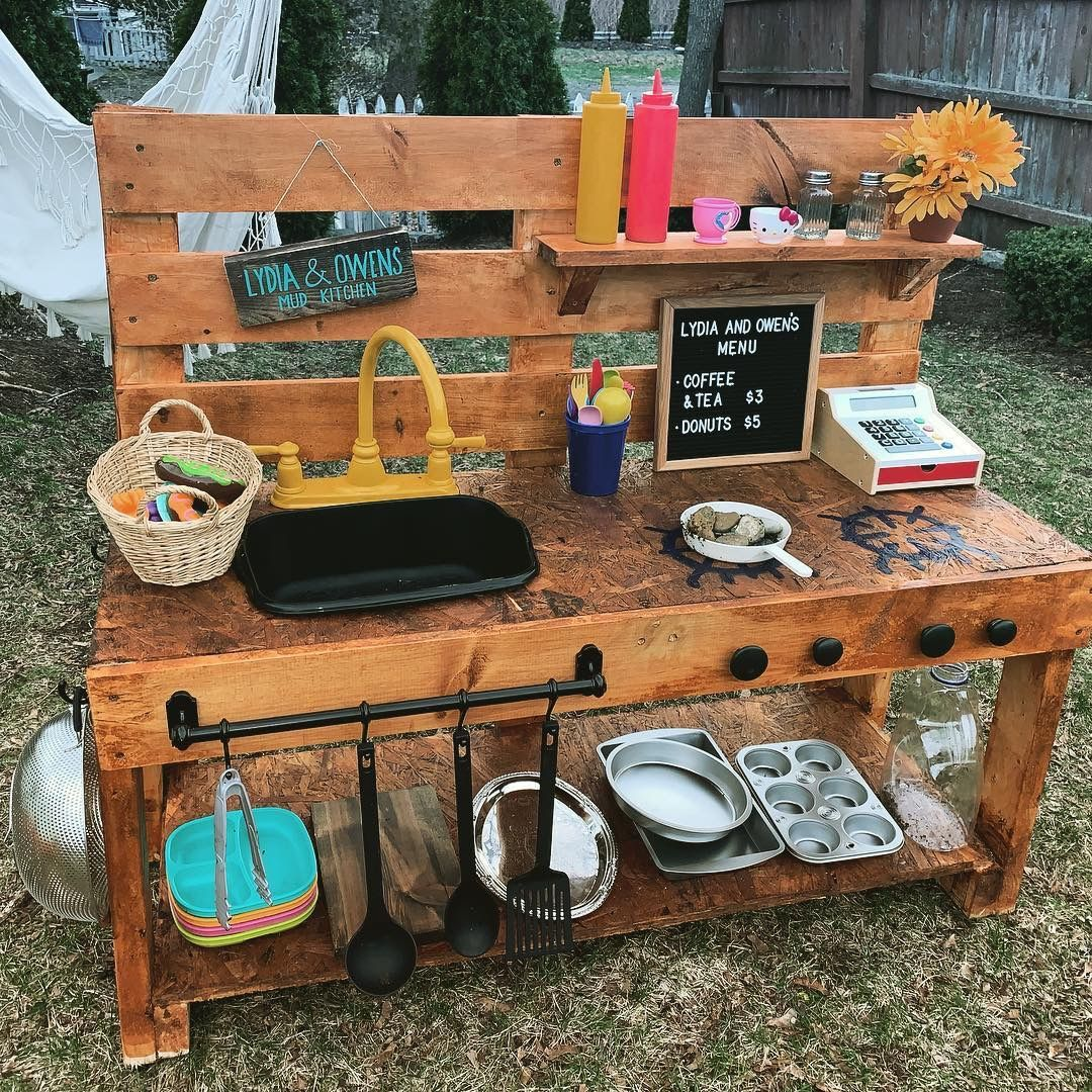Outdoor Mud Kitchen  Mud kitchen for kids, Mud kitchen, Kitchen